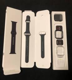 Apple Watch SE na caixa