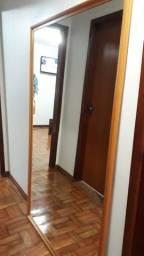 Espelho com 1, 80 mts  de altura por 1,60 mts de  largura.