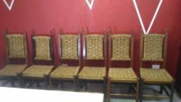 Cadeiras colonial torneadas revestidas em naylon 90,00 cada uma e mesas de vários tamanhos