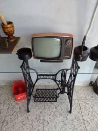 TV antiga, apenas decoração