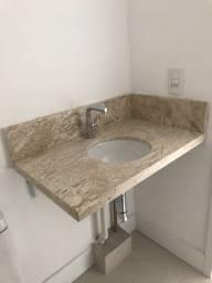 Pia de banheiro em mármore com cuba e torneira