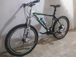 Bicicleta muito nova fibra de carbono