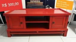 Rack de madeira vermelho