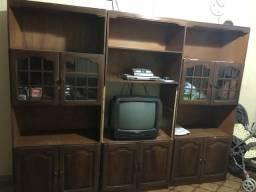 Vende-se estante de madeira, dividida em 3 partes, com cristaleira