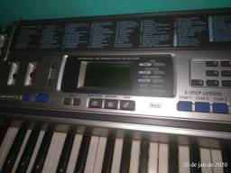 Troco teclado por contrabaixo