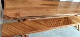 Vendo mesa de madeira com quatro bancos