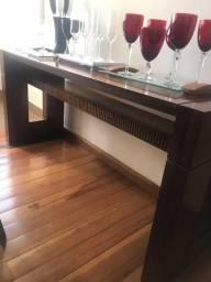 Aparador de Mesa em Madeira com Detalhe em Vidro