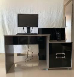 Mesa de escritório/ Escrivaninha 135cm larg