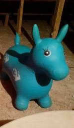 Cavalinho infantil na cidade de campo mourao.