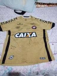 Camisa do CAP clube Athletico Pr autografada por Paulo André,  Cocito e etc...