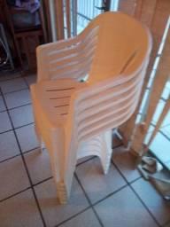 cadeiras der plastico