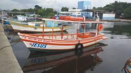 Barco de madeira pesca, esporte e lazer.