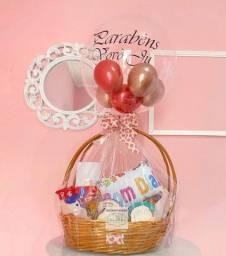 Cestas para presentear alguém que você ama, com balões personalizados ??