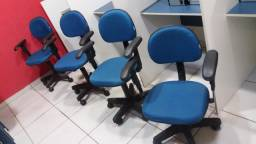 Cadeiras giratórias com rodinhas e braços