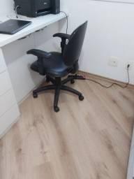 Rolos de papéis de parede, Cadeira de escritório e Portão interno para cachorros ou bebês