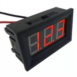 Voltímetro digital vermelho