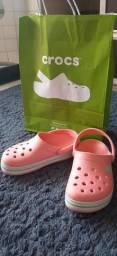 Título do anúncio: Crocs original tamanho 31 - INFANTIL