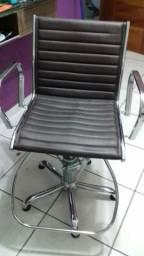 Cadeira para salão e escritório, em ótimo estado!