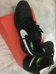 Chuteira Nike Majestry 90,00