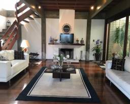 Casa com piscina, espaço gourmet fechado com bar, 3 suítes, 5 vagas na Vila Gilda - Santo