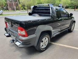 Pick-Up Strada Adventure Locker CE Flex - em perfeito estado de conservação - 2011