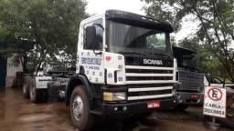 Caminhão scania p124 360 6X4 no chassi