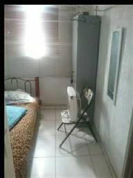 Alugo quarto individual pra moça ou estudante