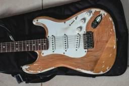 Guitarra Fender Squier Deluxe Custom Relíquia