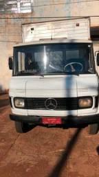 Caminhão Mercedes 608 ano 1975 com baú documentada fone/ whats abaixo
