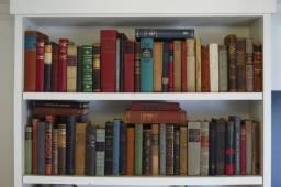 Livros antigos para decoração de ambientes