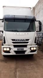 Caminhão Iveco Tector 240 E25