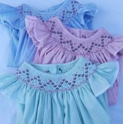 Título do anúncio: Vende-se Vestidos Infantis Bordados à Mão