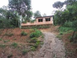 Título do anúncio: Casa em construção com amplo terreno em aldeia