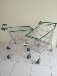 Dois carrinhos de compras