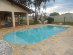 Casa em condomínio fechado em Cosmópolis-SP, aceita casa como parte de pagto. (CA0094)
