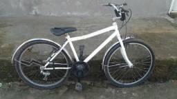 Bike média aro 24 rodando normalmente
