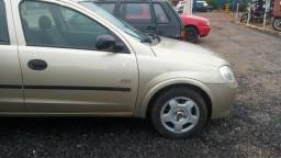 Carro Corsa 2007 dourado - 2007