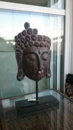 Buda Madeira em Pedestal