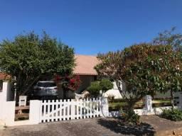 Excelente casa com 03 dormitórios, escritura pública localizada em Balneário Açores.
