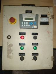Painel de comandos elétricos com clp controlador lógico programável no estado