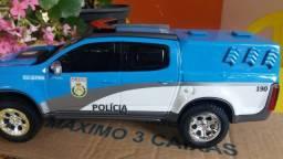 Miniatura polícia militar trabalhada a mão