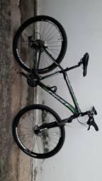 Bike first 18 aro 29 com rolo de treino
