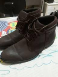 Vendo sapato com urgência