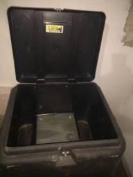 Vende-se caixa de fazer entregas usada