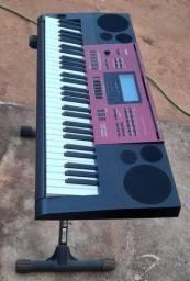 Vende-se teclado Casio semi novo