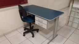 Mesa para atendimento semi novo com 2 gavetas 1:20 x 0,62