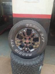 Jogo de roda da Strada adveture aro 15 com pneus maxxis 205/70/15 usados