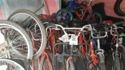 Várias bicicletas só usadas