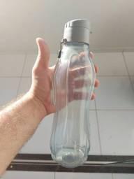 Garrafa de plástico d'água<br>Modelo Tupperware nova.
