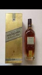 Vende-se Whisky Gold Label Centenary blend.
